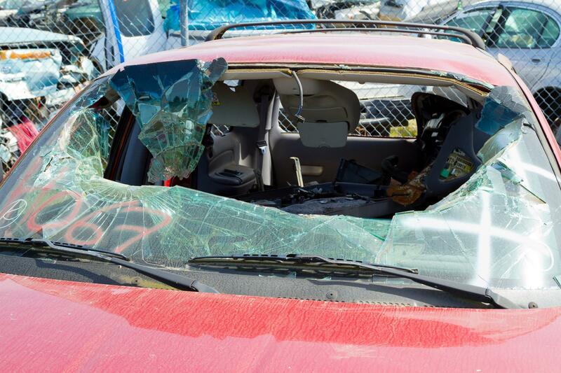 An image of windshield repair in LA.